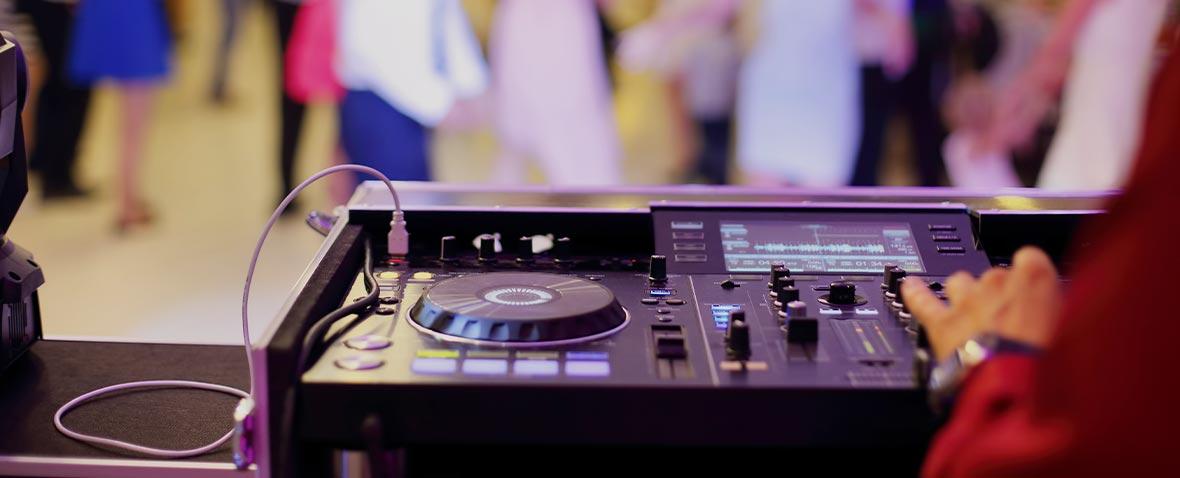 ΤΙ-ΠΡΕΠΕΙ-και-τι-ΔΕΝ-ΠΡΕΠΕΙ-να-κάνει-ένας-επαγγελματίας-DJ-ΓΑΜΟΥ---banner